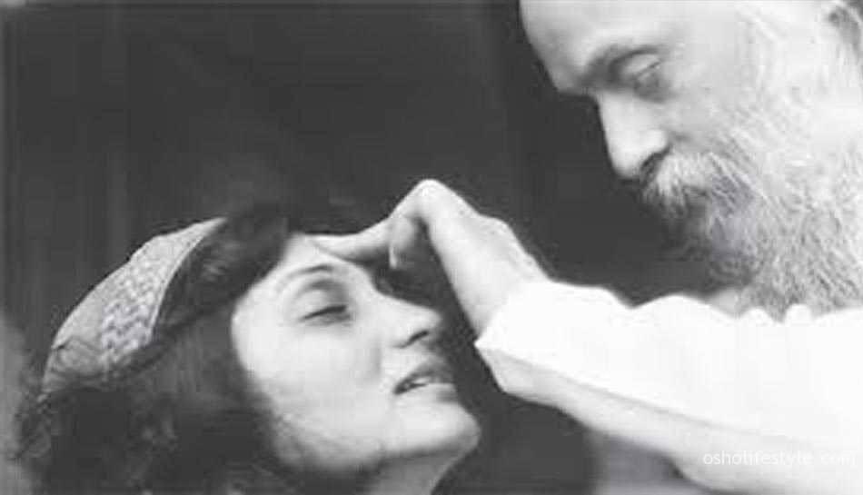 नेटफ्लिक्स (Netflix) भगवान रजनीश (ओशो) पर 'वाइल्ड वाइल्ड कंट्री' शीर्षक से एक डॉक्यूमेंट्री सीरीज