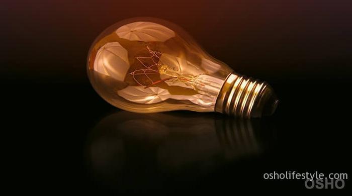 निर्विचार होने का उपाय है: विचारों के प्रति साक्षी-भाव को साधना।